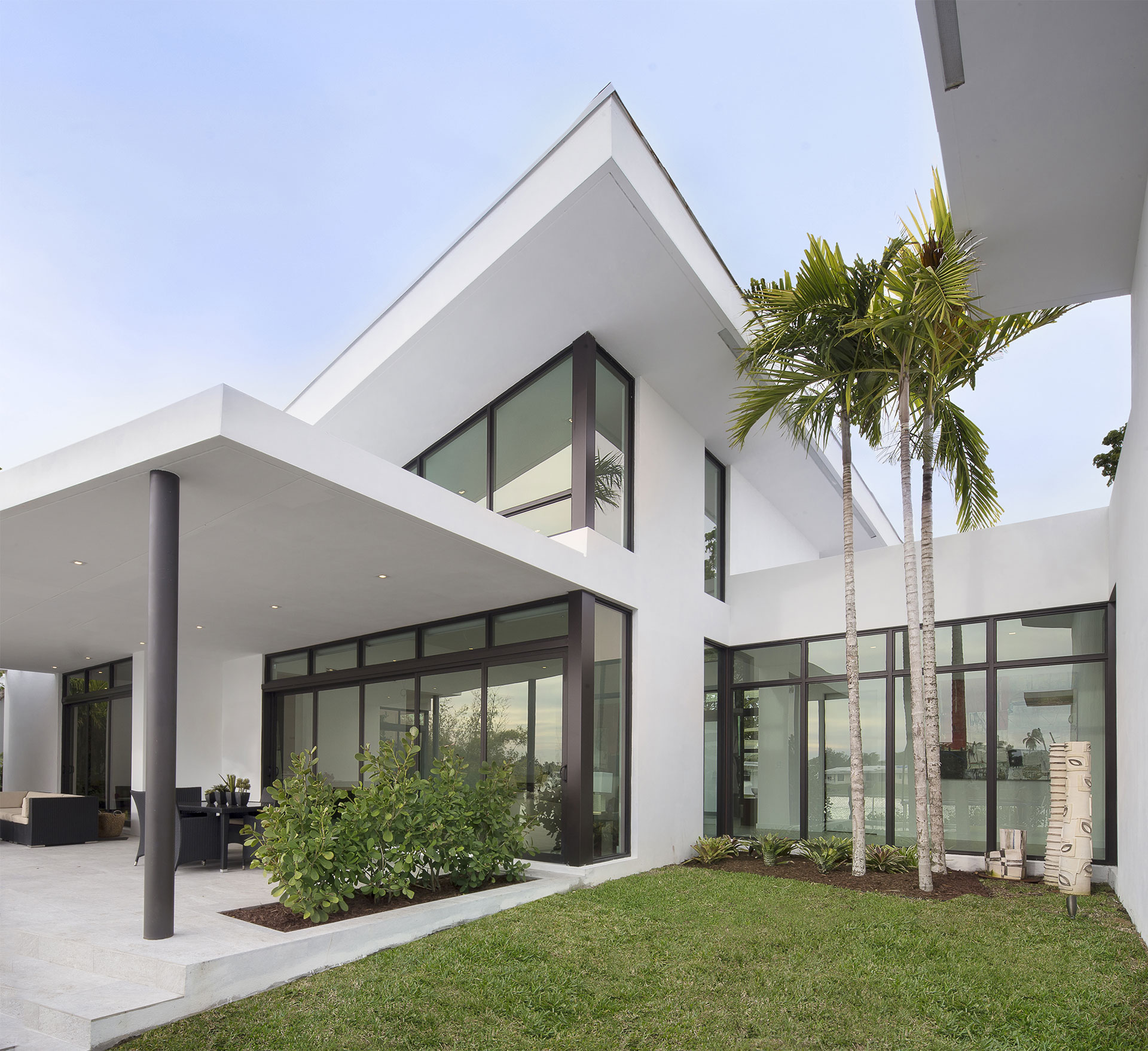 Exterior Architecture terrace view project in Sky Lake I, Florida